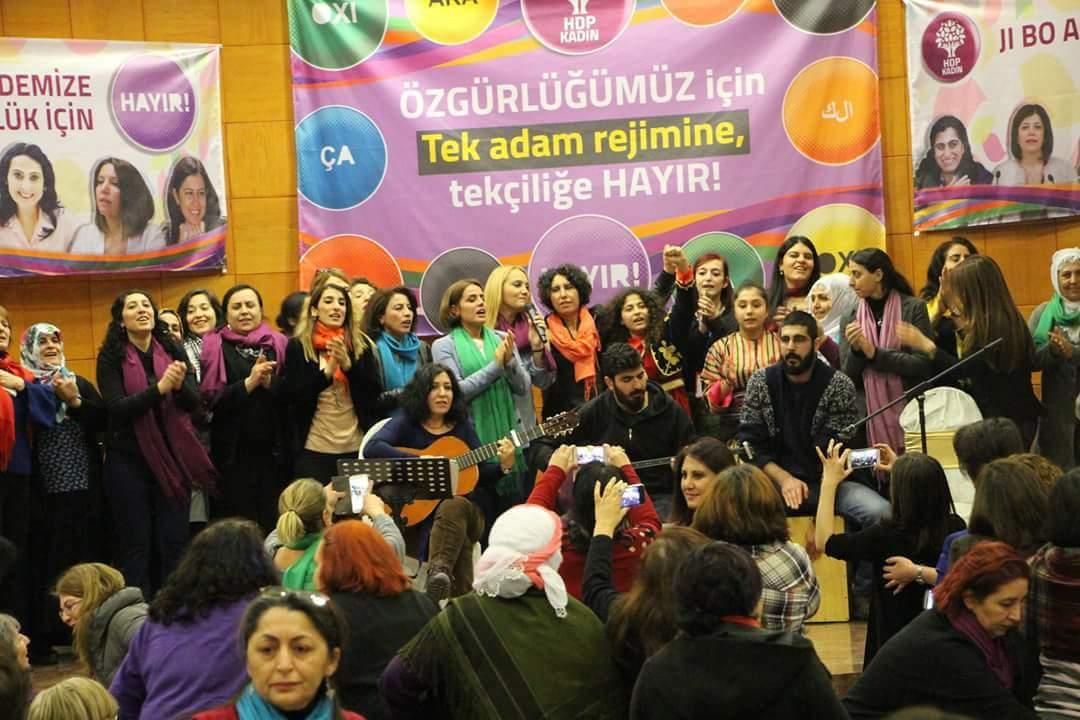 """ΠΡΑΣΙΝΟΙ ΑΛΛΗΛΕΓΓΥΗ: πρόκληση Ερντογάν: """"κατάργησε"""" βουλευτή και πρόεδρο άλλου κόμματος (HDP)"""